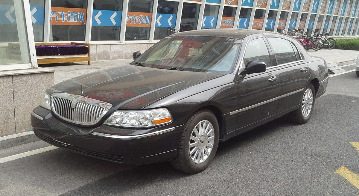 File Lincoln Town Car Iii Facelift 01