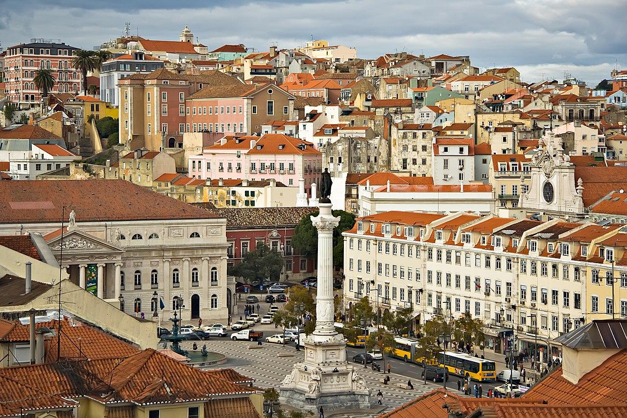 Vue sur le Rossio depuis l'ascenseur de Santa Justa dans le centre historique de Lisbonne.  (définition réelle 2000×1333)