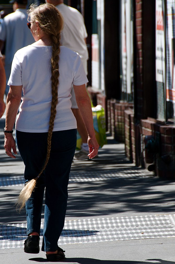 English: Really lengthy braid.