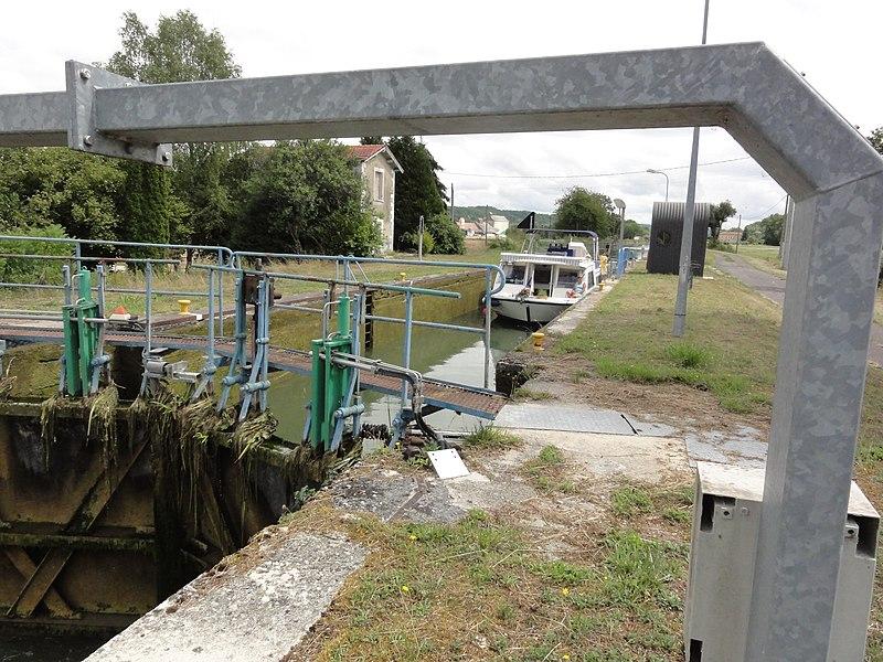 Longeaux (Meuse) Canal de la Marne au Rhin, écluse Longeaux