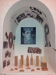 A Day of the Deadofrenda (una mostra curata dal consolato messicano a Boise, nell'Idaho) dimostra la grande influenza di Reed.