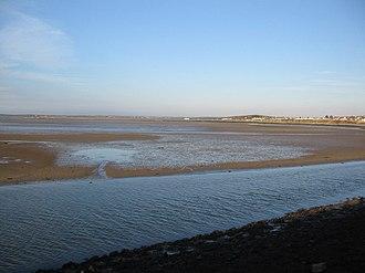 Beddmanarch–Cymyran - Image: Low tide at Traeth y Gribin geograph.org.uk 402652