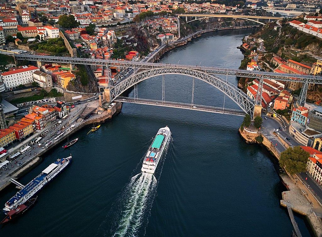 Vue aérienne du pont Dom Luis I à Porto - Photo de Deensel