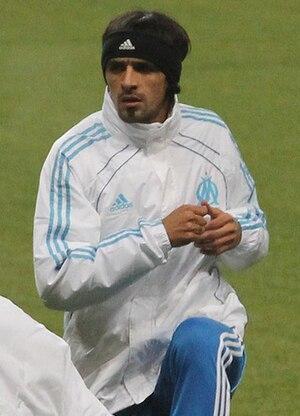 Lucho González - González warming up for Marseille in 2010