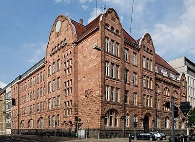 Luisen-Gymnasium in Duesseldorf-Stadtmitte, von Suedwesten.jpg