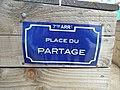 Lyon 7e - Fausse plaque de rue place du Partage (mai 2019).jpg