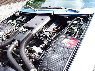 Maserati Khamsin - Khamsin's engine bay. The green components are part of the hydraulic system.