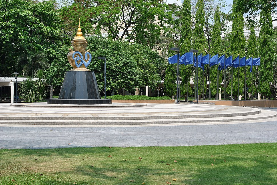 Mahidol University Salaya campus%27s courtyard 4