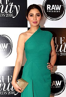 Mahira Khan grace Vogue Beauty Awards 2016 (01).jpg