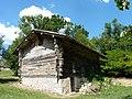 Maison à empilage de planches des Jouandis, Ouest.jpg