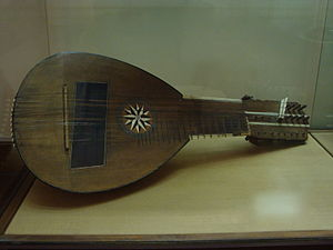 Mandolone - Mandolone, from the Museum of Musical Instruments in Rome.