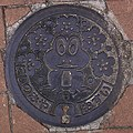 Manhole cover in Nishinomiya; April 2005 (01).jpg