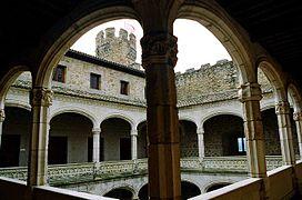 Manzanares el Real-Claustro del Castillo.jpg