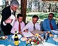 Menem refrenda convenios del Programa Alimentario Nacional Infantil 01.jpg