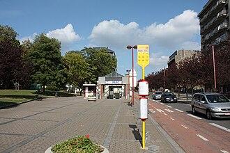 Parc (Charleroi Metro) - Image: Metro Charleroi Parc station outside