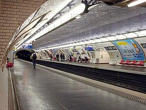 Les Gobelins (Paris Métro) - Image: Metro de Paris Ligne 7 Les Gobelins 01