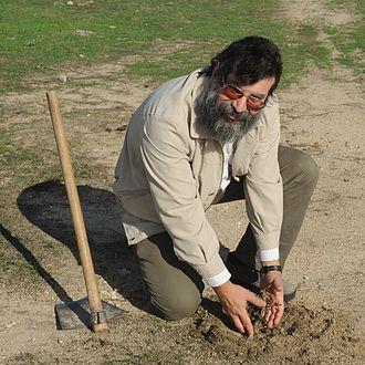Miguel Herrero Uceda - Planting an oak