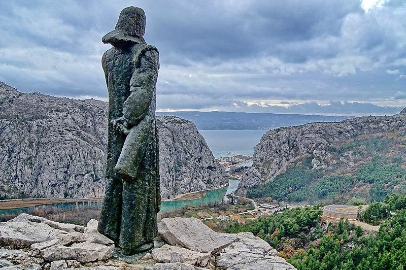 Ivan Meštrović - Page 2 800px-Mile_Gojsali%C4%87a%3B_Statue_by_Ivan_Me%C5%A1trovi%C4%87%2C_at_Omi%C5%A1%2C_2011-12-16_%281%29