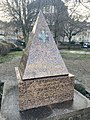 Monument St Cyr.jpg