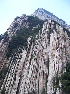 Dengfeng - Image: Mt. Shaoshi Cliff 少室山峭壁 panoramio Aaron Zhu