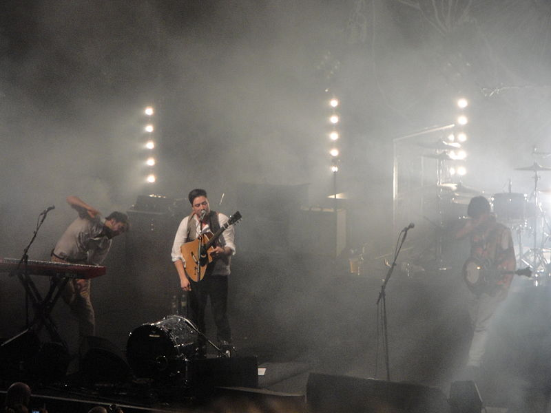 File:Mumford & Sons performing at Brighton Dome in October 2010 4.JPG