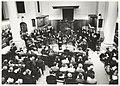Muziekuitvoering van het Bach Ensemble in de kerkzaal van de Doopsgezinde Kerk in de Peuzelaarsteeg. NL-HlmNHA 54037075.JPG
