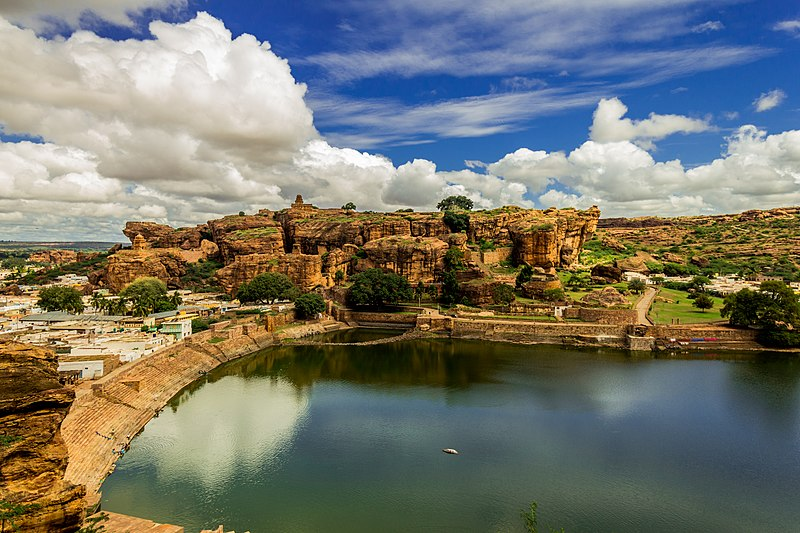 File:N-KA-D115 N-KA-D116 Badami Fort Temple Lake.jpg
