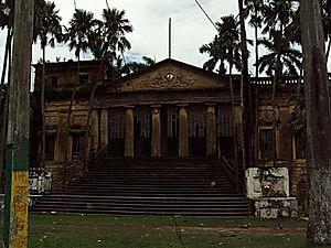 Nashipur Rajbari - The palace where special meetings used to be held and Britishers would must pay a visit, has been reduced to ruins, but is still of historical importance.