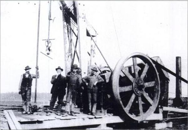 Natural gas miners and their drill, near Kokomo, Indiana during the Indiana Gas Boom, c. 1885 Natural gass well.JPG