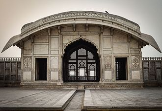 Pakistani architecture - Mughal architecture: Naulakha pavilion (1633) in the fortress of Lahore
