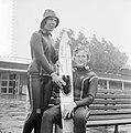 Noordeuropese kampioenschappen waterski, (l) Nelleke Bouwman en Nelie de Geus (r, Bestanddeelnr 916-7865.jpg