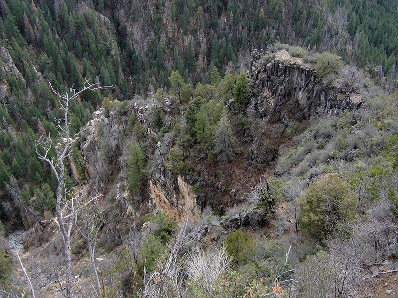 File:Oak Creek Canyon 04.jpg