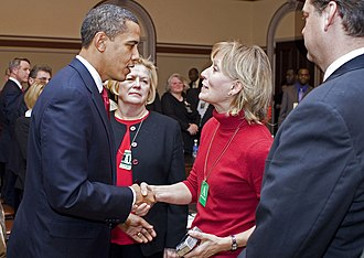 Colgan Air Flight 3407 - Former U.S. President Barack Obama shaking hands with Beverly Eckert six days before the accident