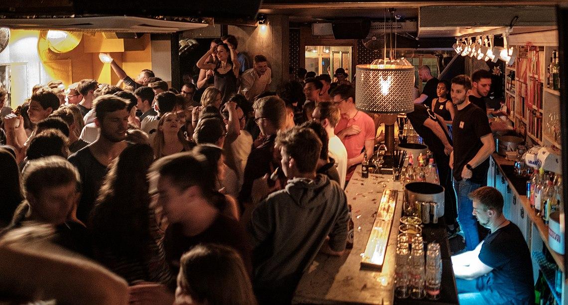 Obere Tanzfläche im Nachtclub Schwarzes Schaaf in Tübingen 2019 003.jpg