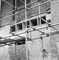 Opengehakte steunen waarin bij de restauratie in 1955 beton is gestort - Oudshoorn - 20180523 - RCE.jpg