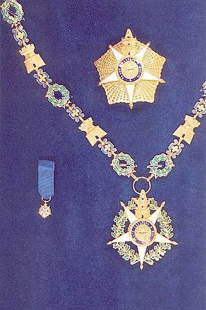 Aníbal Milhais - Badge, collar and star of the order