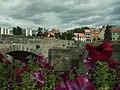 Písek, Kamenný most a květiny.JPG