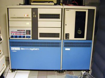"""English: PDP-11/70 computer in """"decdatasy..."""