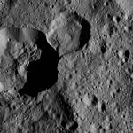 PIA20565-Ceres-DwarfPlanet-Dawn-4thMapOrbit-LAMO-image70-20160217.jpg