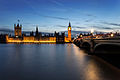 Palace of Westminster and Westminster bridge at night.jpg