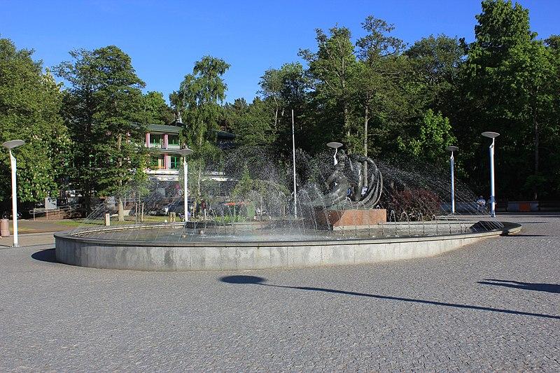 File:Palanga fontanna 3.jpg