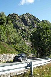 La panoramica nel tratto sotto la rocca d'Argimonia.