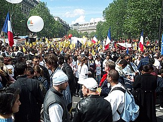2002 French presidential election - Image: Paris May 1 2002 DCP 8508