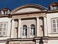 Partie centrale de la façade du château de Saurs.jpg