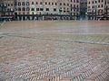 Piazza del Campo banyada, Siena.JPG