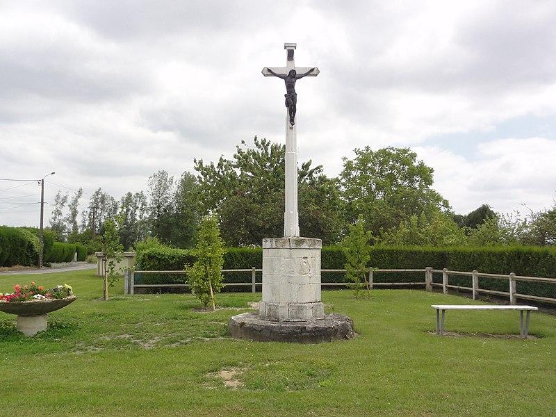 Pierrepont (Aisne) croix de chemin place de l'église