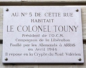 Alfred Touny - Plaque on Touny's house at 1 rue du Général-Langlois, Paris 16e