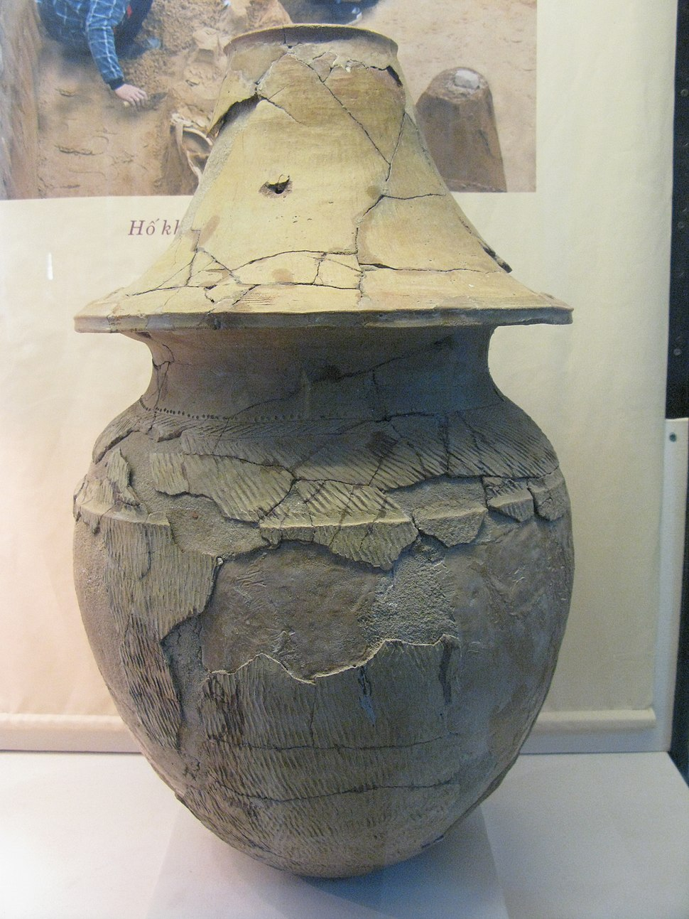 Pottery burial jar Sa Huynh Cultue