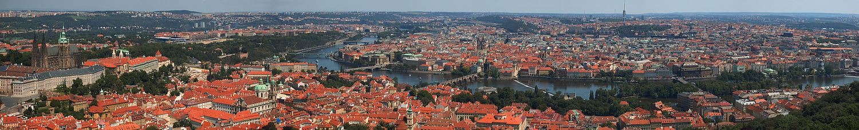Panorama vanaf de Petřín in de richting van het oosten