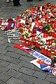 Praha, Staroměstské náměstí, rozloučení s třemi zahynulými českými hokejisty, svíčky III.jpg